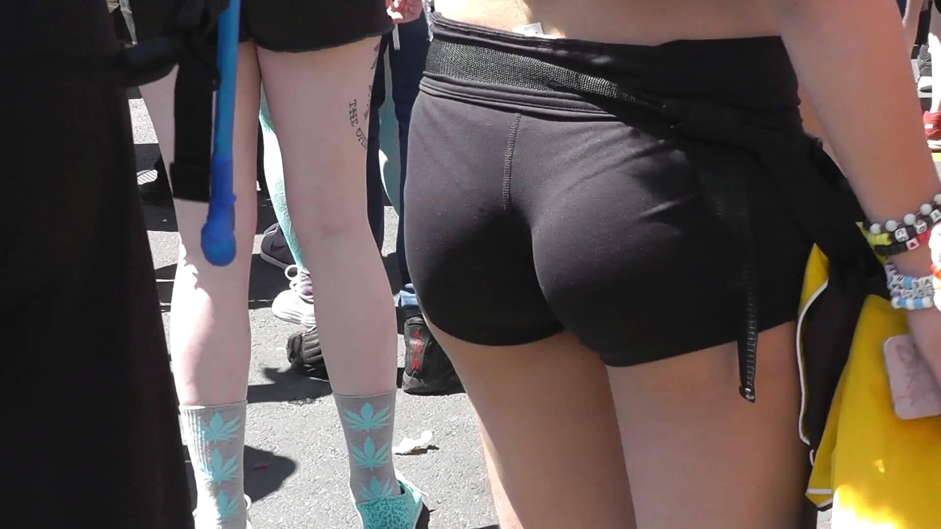 Vpl great ass on the street 3